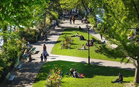Enjoy the lovely and diverse gardens in Paris