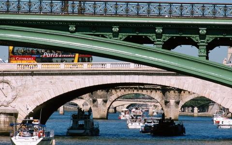 The Bridges of Paris: a tour from one bank to the other
