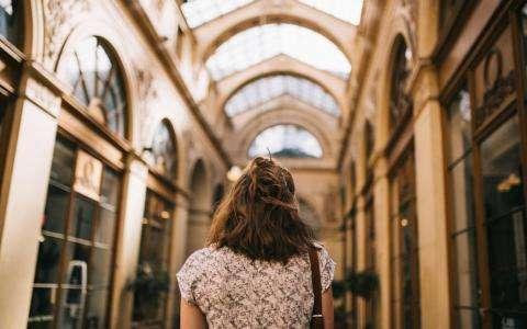 Shopping dans les passages couverts