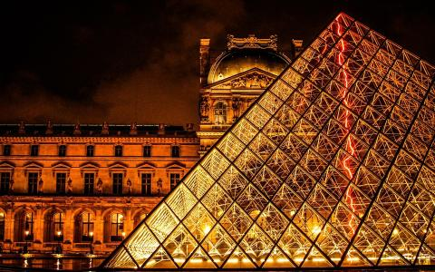 Autumn in Paris: Discover the Salon de la Photo and the best French wines at the Carrousel du Louvre