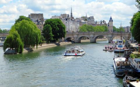 Discover the magnificent Ile de la Cité